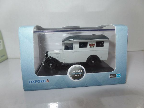 Oxford 76AMB003 AM003 1/76 OO SCale Austin 18 Ambulance Carlisle Grey MIMB